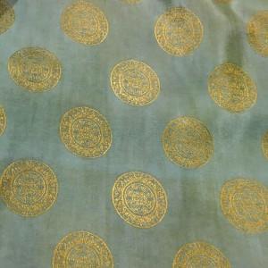 Tørklæde i vietnamesisk silke, grøn med guldcirkler