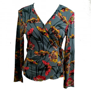 Nina slå om bluse, lyseblå, str. s, m, l.